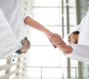 Two doctors shaking hands. Image: wong yu liang/Shutterstock.com